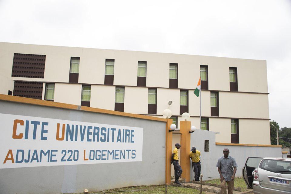 LES ETUDIANTS REÇOIVENT LES CLÉS DE LA CITE UNIVERSITAIRE D'ADJAME 220 LOGEMENTS